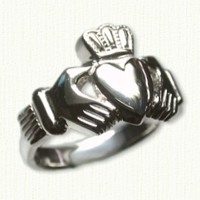 14KW Medium Traditional Claddagh Ring