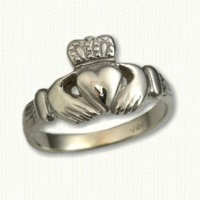 14KY Small Traditional Claddagh Ring